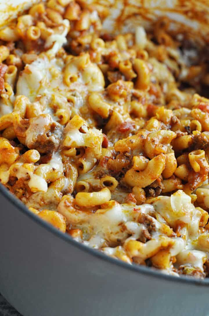 Beef goulash with pasta and cheese
