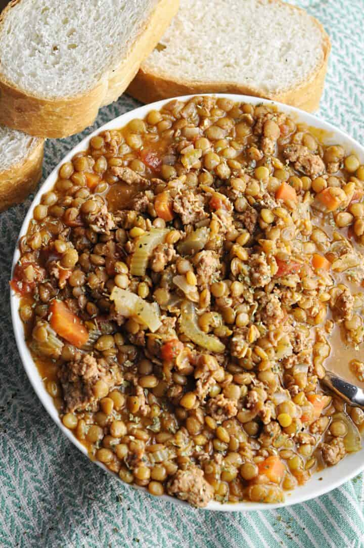 Lentils served with bread